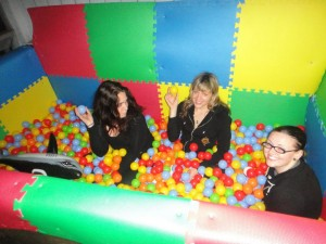 247281 855670823371 172007847 43711701 3959380 n 300x225 How To Build A Ball Pit   ON YOUR BALCONY