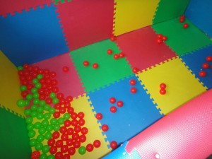 253997 855670289441 172007847 43711678 7494841 n 300x225 How To Build A Ball Pit   ON YOUR BALCONY